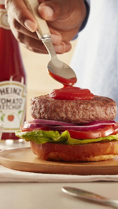 Craving a burger? Don't forget to make it saucy with delicious Heinz Tomato Ketchup. #GiveItSomeHeinz Heinz Recipe, Recipe Hub, Food Hub, Fries Recipe, Burger And Fries, Frozen Meals, Eat Right, Kfc, Ketchup