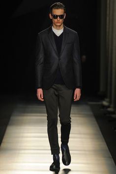 Neil Barrett 2014 Fall/Winter Collection: Looking to nature, abstract art and his own label's foundation of a modernist aesthetic, designer Milan Men's Fashion Week, Fashion Show, Mens Fashion, Fashion Design, Vogue Paris, Neil Barrett, Fall Winter 2014, New Wardrobe, Winter Collection