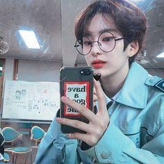 Korean Fashion Trends you can Steal – Designer Fashion Tips Cute Asian Guys, Cute Korean Boys, Pretty Asian, Asian Boys, Asian Men, Cute Girls, Korean Boys Ulzzang, Ulzzang Boy, Korean Men