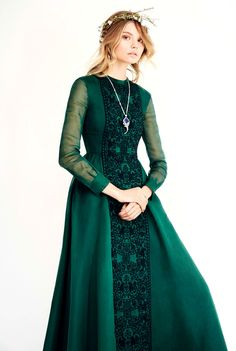 a beautiful medieval-inspired dress. love the deep green color