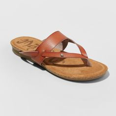Flip-Flop Sandals With Faux-Leather Strapsfabric Along The Footbed Offers A Comfortable Fitfaux-Leather Sandals Easily Pair With A Variety Of Warm-Weather Looks. Nwottrue To Size Black Sandals, Women's Shoes Sandals, Leather Sandals, Sandals 2018, Flip Flop Sandals, Flip Flops, Madly In Love, T Shirt And Shorts, Footwear