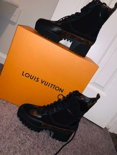 BRAND NEW NEVER WORN* Suede calf leather and patent Monogram canvas Black Treaded rubber outsole 5 cm / 2 inch platform Made in Italy Comes with paperwork, dust bags, & box! Flat Boots, High Heel Boots, Heeled Boots, High Heels, Cute Shoes, Me Too Shoes, Black Shoes, All Black Sneakers, Braces Girls