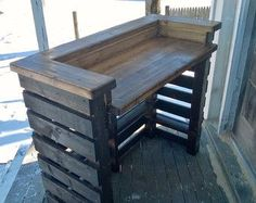 Reclaimed wood pallet bar indoor/outdoor von RusticRemake auf Etsy