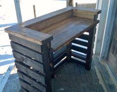 Reclaimed wood pallet bar indoor/outdoor von RusticRemake auf Etsy