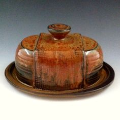 Beurier- Poterie Monique Duclos click now for more. Ceramic Mugs, Ceramic Pottery, Ceramic Art, Feng Shui, Tapas, Ceramic Butter Dish, Pottery Designs, Pottery Ideas, Hand Built Pottery