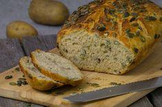 Perfekt für Brotback-Anfänger: Rezept für fluffiges Kürbiskern-Kartoffelbrot aus dem Römertopf