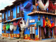 Pueblo artesanal. Raquira, Boyaca, COLOMBIA . Panama, World Street, Colombia Travel, Beauty Around The World, City Scene, World Of Color, Native Art, Beautiful Places To Visit, Color Theory