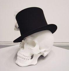 Skull like a sir Dandy, Back To Black, Black And White, Vanitas Vanitatum, Like A Sir, Skeleton Tattoos, Skull Design, Skull And Bones, Happy Colors