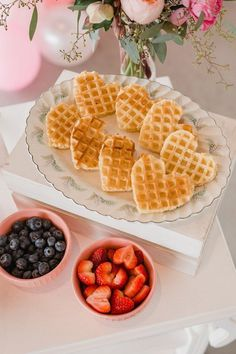Heart Waffles from a Galentine's Day Valentine Brunch on Kara's Party Ideas Waffle Bar, Valentines Day Treats, Valentine Food Ideas, Valentines Day Brunch Ideas, Valentines Breakfast, Valentine Party, Birthday Brunch, Birthday Breakfast, Pink Birthday