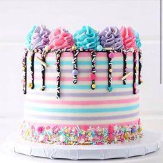 New cake designs birthday sprinkles ideas Crazy Cakes, Fancy Cakes, Pretty Cakes, Cute Cakes, Buttercream Fondant, Buttercream Decorating, New Cake, Birthday Cake Decorating, Cupcakes Decorating