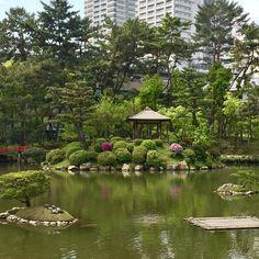 O belo jardim Shukkeien em Hiroshima é um agradável passeio especialmente na primavera. Foi uma ótima manhã passear por ele. --------- The beautiful Shukkeien garden in Hiroshima is a pleasant walk especially in the spring. It was a great morning to stroll through it. --------- #hiroshima #japao #japan #japanese #viagem #trip #travel #viaje #instatravel  #travelgram #igtravel #beautifulplace #traveladdict #traveltheworld #travelphotography #wanderlust #picoftheday #photooftheday #travelblog…