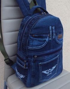 Best 12 Idea backpack for recycling jeans.Best 12 Alternate Product Image 2 – Page Idea : Jeans to a Denim Clutchbag - Salvabranivery interesting upcycled denim applique bag by alexandria Diy Jeans, Jean Crafts, Denim Crafts, Mochila Jeans, Jean Backpack, Backpack Pattern, Denim Ideas, Recycled Denim, Denim Bag