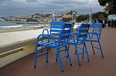 Famous blue chairs on Boulevard de la Croisette, Cannes Cannes, Outdoor Chairs, Outdoor Furniture Sets, Outdoor Decor, Culture Of France, South Of France, French Riviera, Provence, The Good Place