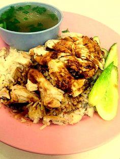 Khao Man Gai – Steamed Chicken with Rice and Soybean Sauce #thaifood #bangkokbeyond