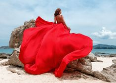 Red Flowy Dress, Flowy Summer Dresses, Flowing Dresses, Beach Dresses, Maternity Dresses, Maternity Poses, Wedding Dresses, Fly Dressing, Photoshoot Themes