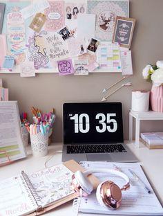 - ̗̀ the girly geek ̖́- — // The usual Sunday morning study sesh. Study Desk, Study Space, Desk Space, Study Corner, Study Room Decor, Study Rooms, Uni Room, Desk Inspiration, Study Organization