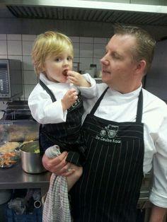 De chef met zijn nieuwe leerling...