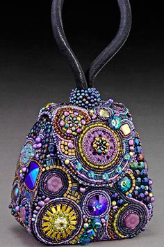One of the best beaders in the world Sherry Serafini - Handbag Art(via Beauty Trois / Handbag Art, beading, purple,)Exquisite hand beaded purse - by Sherry Serafini -Love this beautifully designed bag that has incredible details. I highly recommend i Vintage Purses, Vintage Bags, Vintage Handbags, Beaded Beads, Moda Hippie, Kelly Bag, Beaded Purses, Beautiful Bags, Bead Art