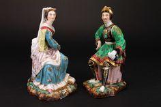 Figuras em porcelana policromada