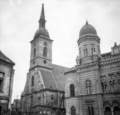 Martina a synagóga Neológov Bratislava, Hungary, Old Photos, Barcelona Cathedral, Notre Dame, Explore, Gallery, Building, Travel