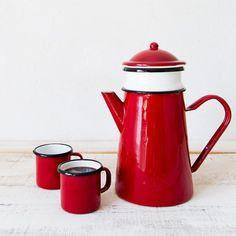 Qué tendrá el café que lleva generaciones reuniéndonos alrededor de una mesa.Desde siempre, todos los días empiezan y acaban con una cafetera en el fuego.