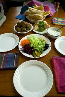 Look zonder look: Blad & bloem - K(W) - Falafel, Humus, Pesto, Vinaigrette, ...