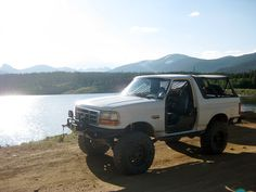 1994 Ford Bronco - I want that bumper! Old Bronco, Bronco Truck, Early Bronco, Classic Bronco, Classic Ford Broncos, Classic Trucks, Suv Trucks, Lifted Trucks, Rc Drift Cars