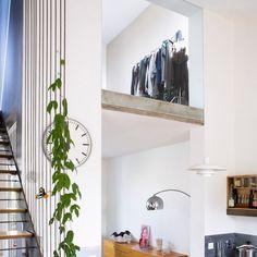 Une architecture intérieure toute en légèreté et très lumineuse Piece A Vivre, Architecture, Decoration, Oversized Mirror, Furniture, Design, Home Decor, Vintage, Studio