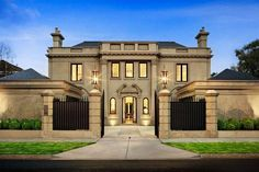 Multi Million Dollar Homes | The Toorak mansion has 4 bedrooms, 5 bathrooms and an inground pool.