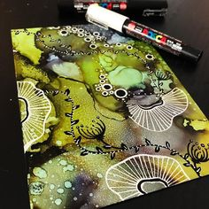 334 Me gusta, 13 comentarios - 🎨 IᑎK ᗩᖇT Alcohol Ink Crafts, Alcohol Ink Painting, Alcohol Ink Art, Acrylic Pouring Art, Acrylic Art, Resin Art, Watercolor And Ink, Art Techniques, Doodle Art