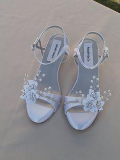 Hochzeit Schuhe niedrige Keil 1 Zoll Ferse Blumen von NewBrideCo