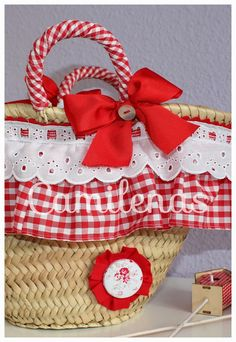 Camilenas: Primavera - verano 2015 CESTAS Handmade Bags, Handmade Crafts, Diy And Crafts, Beach Basket, Bags For Teens, Diy Tote Bag, Fabric Bags, Pin Up Style, Diy Accessories