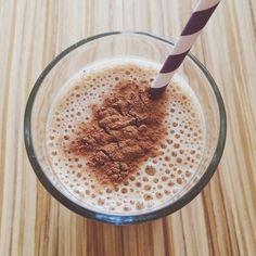 Batido de banana, café e canela