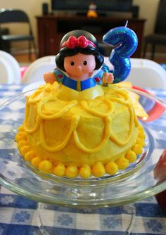 OMG Cutest thing ever! Tiny princess smash cake with Little People! SNL Parties: A Snow White Birthday Party 3rd Birthday Parties, Birthday Fun, Birthday Ideas, Birthday Cake, All You Need Is, Snow White Cake, Cinderella Birthday, Princess Birthday, Snow White Birthday