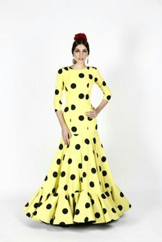 my dream fabric. Flamenco Costume, Flamenco Dresses, Pretty Dresses, Beautiful Dresses, Spanish Fashion, Engagement Dresses, Street Style Summer, African Print Fashion, Feminine Dress