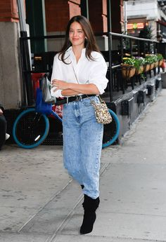 8 Celebrity Jean-and-Boots Outfits We All Need to Copy Celebrities in Jeans and Boots - Emily DiDonato Ankle Boots With Jeans, Leggings And Heels, Fashion Week, Fashion 2020, Fashion Outfits, Street Looks, Street Style, Slouchy Stiefel, Victoria Beckham