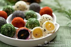 sprinkled with paprika, dill, poppy seeds, and white or black sesame. Like savory truffles. No Cook Appetizers, Appetizer Recipes, Edith's Kitchen, Tapas, Do It Yourself Food, Great Recipes, Favorite Recipes, Midweek Meals, Fresco