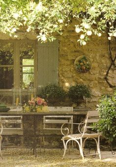 Provence dining area in romantic courtyard Outdoor Rooms, Outdoor Gardens, Outdoor Living, Outdoor Decor, Outdoor Patios, Outdoor Kitchens, Outdoor Seating, Provence Style, Provence France