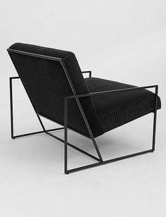Nehmen Sie Platz: Ein moderner Lounge-Sessel mit Polster und dünnem Metallrahmen. Hier entdecken und shoppen: https://sturbock.me/gkX