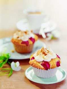 Rhabarber-Baiser-Muffins | #Alnatura ♥ #Rhabarber #rhubarb