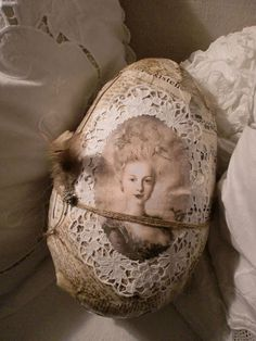 Vintage by Agnes Easter Egg Crafts, Easter Gift, Easter Eggs, Easter Festival, Diy Easter Decorations, Egg Decorating, Vintage Easter, Marie Antoinette, Shabby Chic