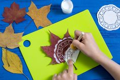 Hand-Painted on dry autumn leaves by dint of paper lace napkin. Fall Crafts For Kids, Kids Crafts, Arts And Crafts, Paper Doilies, Paper Lace, Autumn Leaves Craft, Fall Leaves, Journal Ideas Smash Book, Decorative Leaves