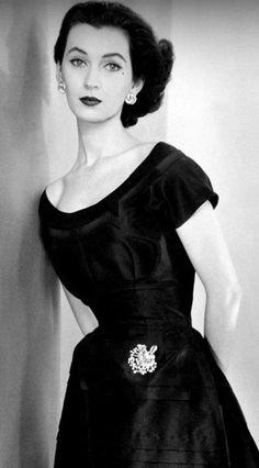 Vintage Beauty icon Dovima, Doe, Dorothy Virginia Margaret Juba, half Polish and half-Irish, poverty, rheumatism, world-famous, beautiful woman, ballerina