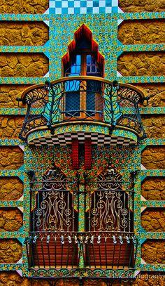 """""""Parte da fachada de Casa Vicens construido para Manuel Vicens entre 1883 - 1889 em Barcelona. """""""