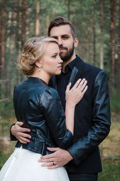 Wedding Photography Ideas : Forest love I Petra Veikkola Photography www.petraveikkola #weddingphotogr