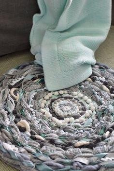 House No. 43: Runder Webteppich  DIY-  circular weaving, a rag r...