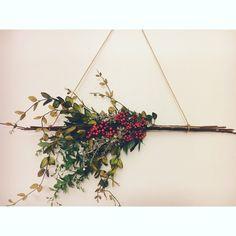 DIY modern holiday wreath. #diy #wreath #winterwreath #modern