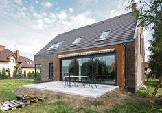 ATRAKCYJNY 1 - realizacja projektu - Małe jednopiętrowe domy jednorodzinne z dwuspadowym dachem murowane, styl nowoczesny - zdjęcie od DOMY Z WIZJĄ - nowoczesne projekty domów