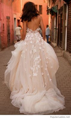 Beautiful white dress backless with lace
