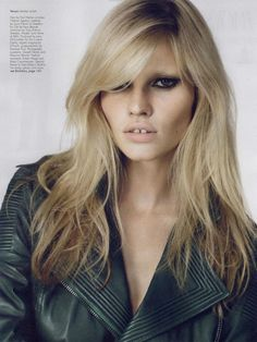 Lara Stone from the fashionbar.com